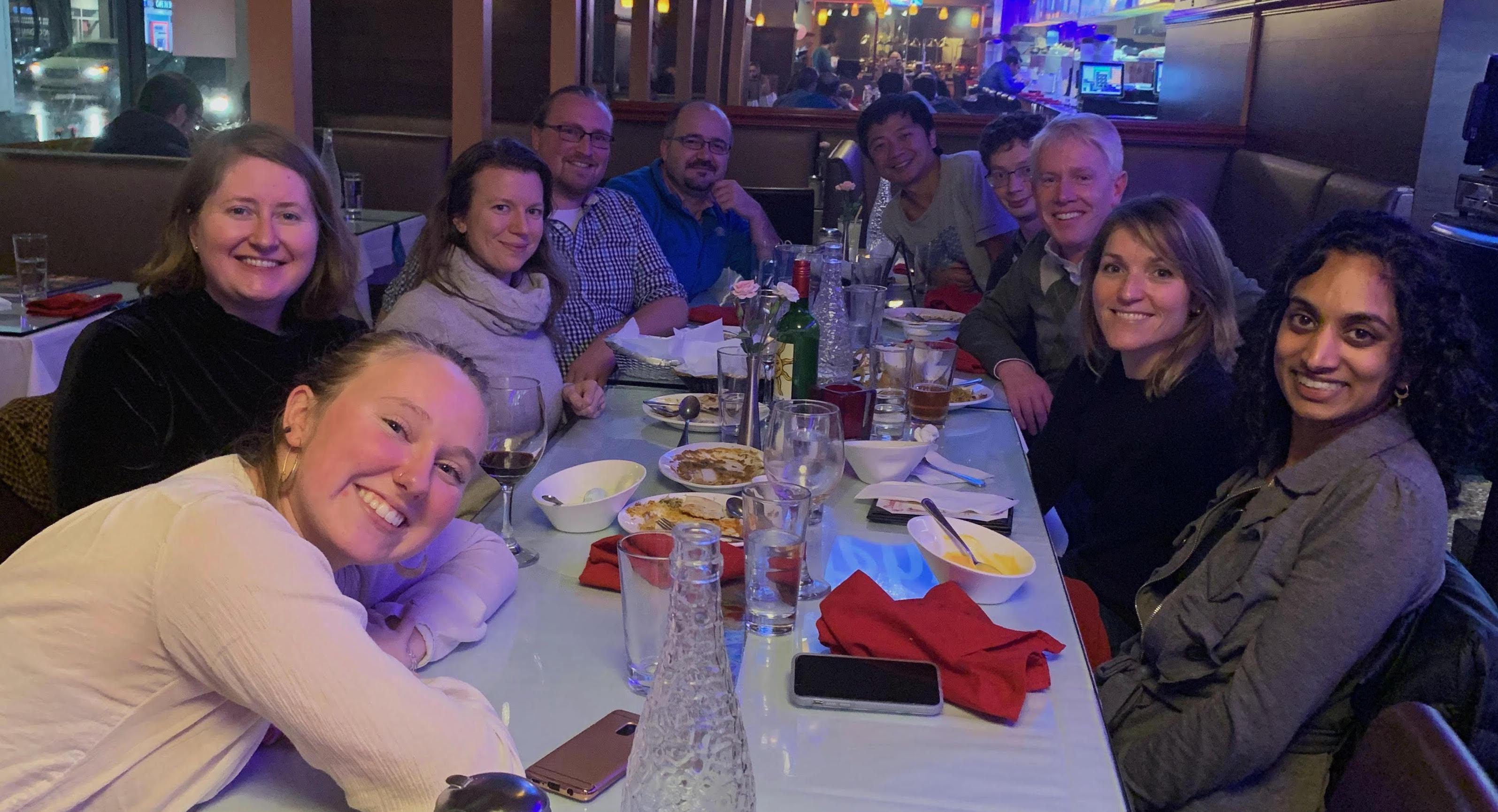 艾伦集团现任和前任成员在2019年AGU会议上的聚会。
